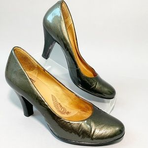 Sofft Gray Patent Leather Round Toe Pumps Metallic